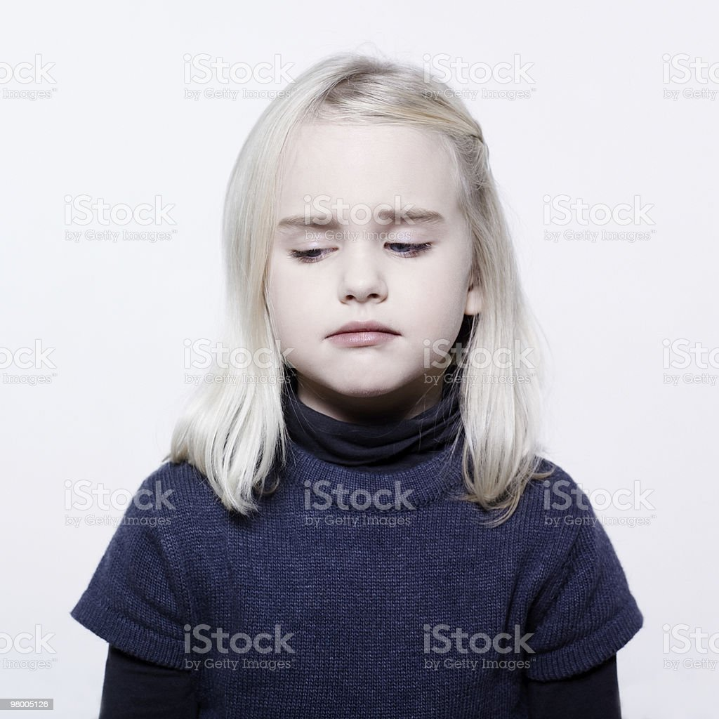 sad cute little girl portrait crying royalty free stockfoto