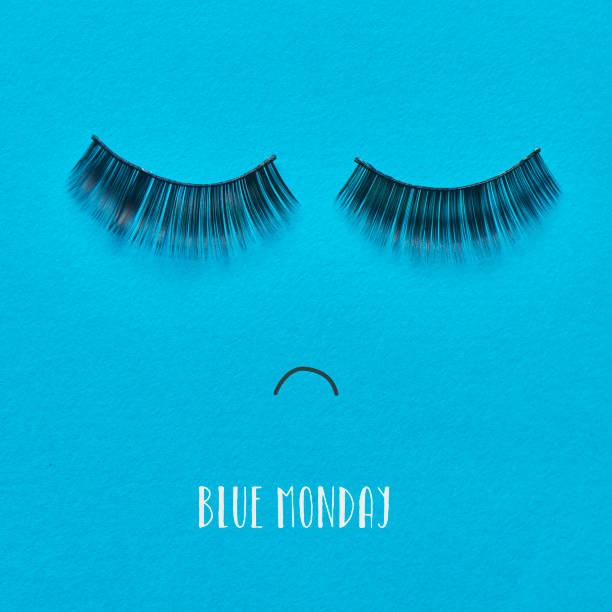 faccia triste e testo blu lunedi - blue monday foto e immagini stock