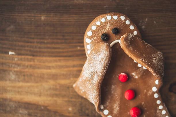 sad little gingerbread man covering his face - gingerbread man fotografías e imágenes de stock