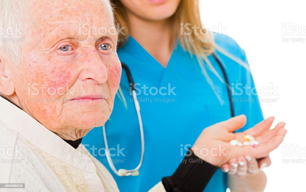 Traurige alte Frau mit Drogen – Foto