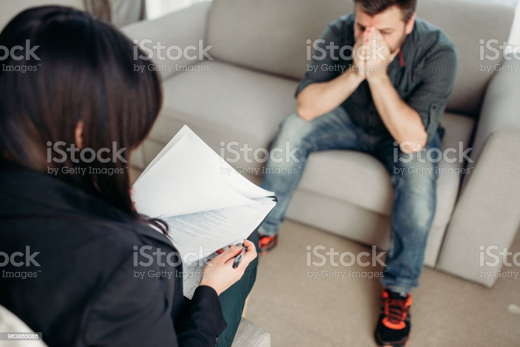 Sad patient at psychologist, psychology support - Royalty-free Adult Stock Photo