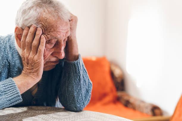 sad senior man thinking about life - alzheimer imagens e fotografias de stock