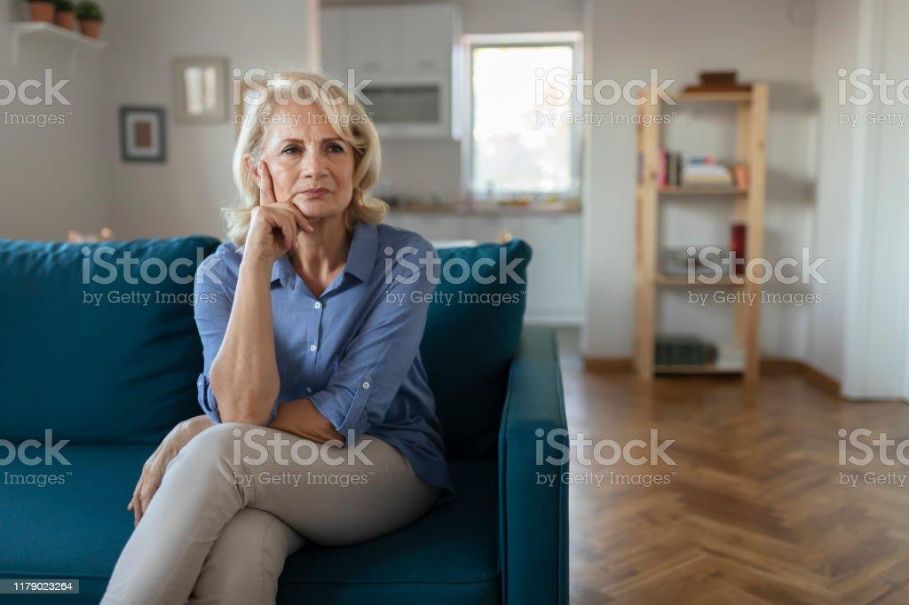 Sad Senior vrouw - Royalty-free 60-69 jaar Stockfoto