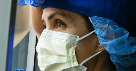 Ledsen Sjuk Överarbetad Kvinnlig Vårdarbetare-foton och fler bilder på 40-49 år