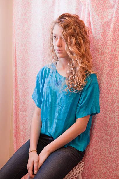 traurige teenager-mädchen im bad - lange duschvorhänge stock-fotos und bilder