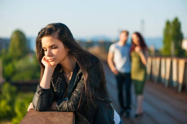 悲しいのティーンエイジャー - 羨望 ストックフォトと画像
