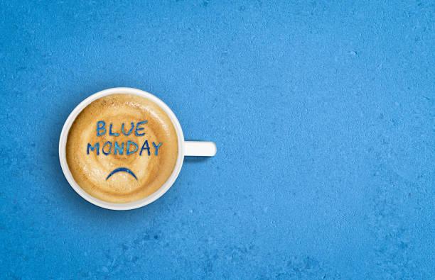faccia triste in tazza di caffè. concetto del blue monday. - blue monday foto e immagini stock