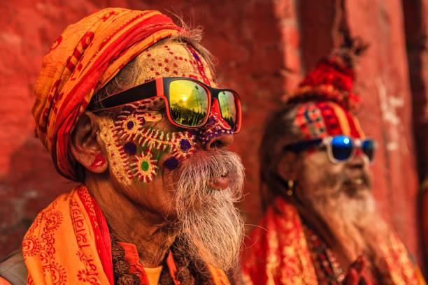 sadhu - indian holymen sitting in the temple - индия стоковые фото и изображения