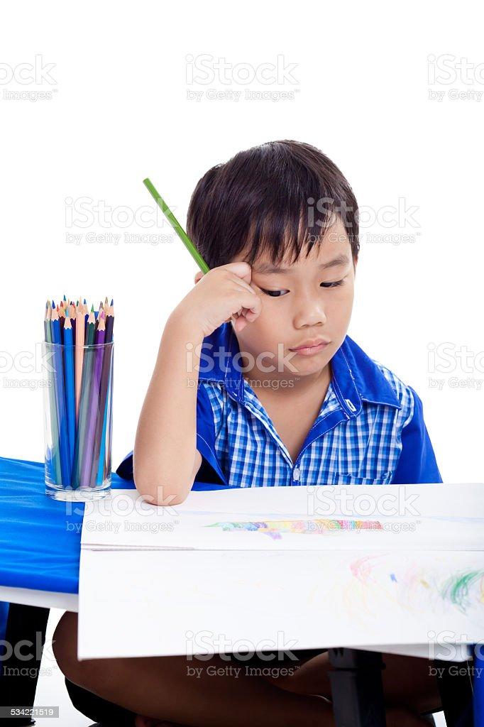 Tristeza menino sentado e entediante - foto de acervo