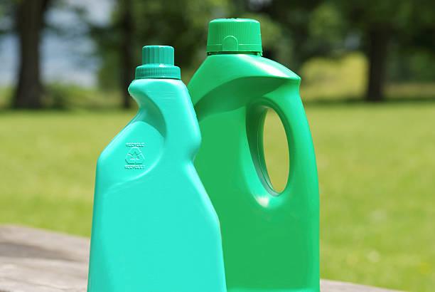 sicurezza ambientale dei prodotti per riciclare bottiglie - biodegradabile foto e immagini stock