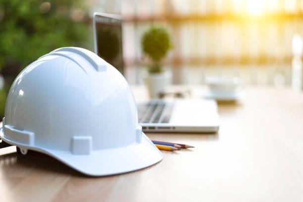 kask ochronny dla inżyniera - kask ochronny odzież ochronna zdjęcia i obrazy z banku zdjęć