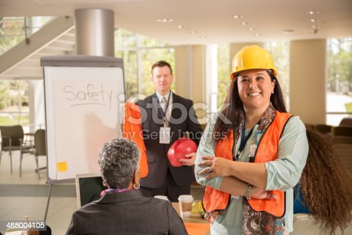 istock Safety in the workplace. Presentation with workers. 488004105
