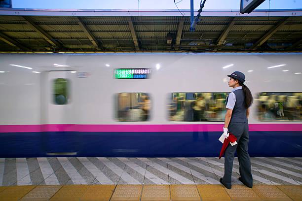weryfikacja bezpieczeństwa - konduktor pociągu zdjęcia i obrazy z banku zdjęć