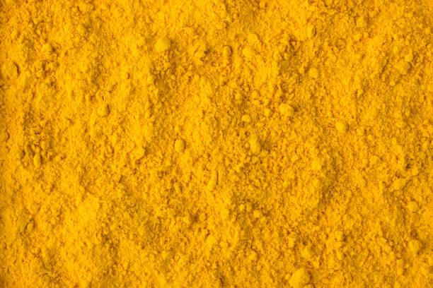 gewürz safran pulver als hintergrund, natürliche gewürze textur - safransauce stock-fotos und bilder