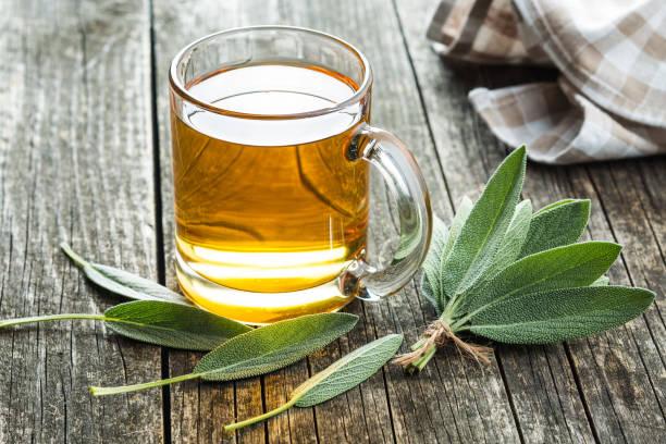 sage tea and sage leaves. - herbata ziołowa zdjęcia i obrazy z banku zdjęć