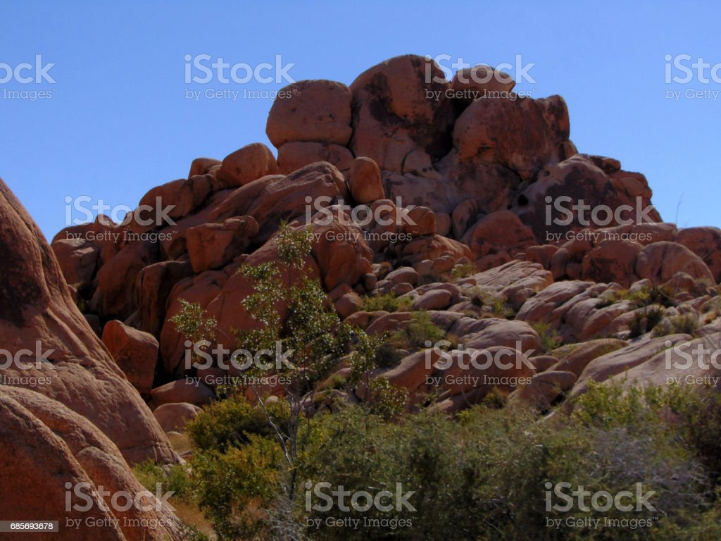 Sagebrush and Rocky Terrain in the Desert royalty-free 스톡 사진