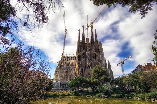 sagrada familia cathedral park view