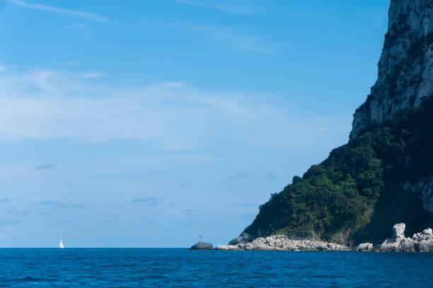 Segelboot vor der Küste von Capri – Foto
