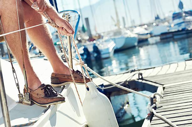 sail boat  yacht mooring - aangemeerd stockfoto's en -beelden