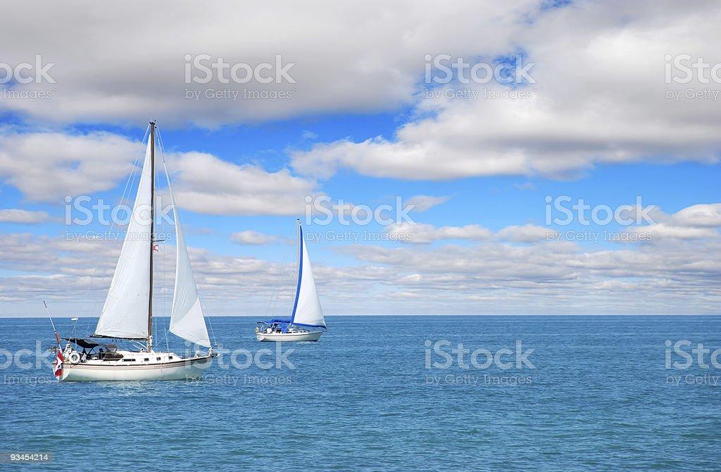 Segeln auf dem Wasser Lizenzfreies stock-foto