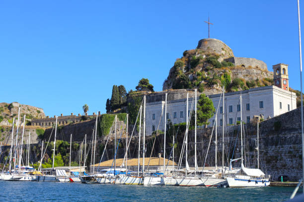 Sail into Corfu town old harbor, Greece – zdjęcie