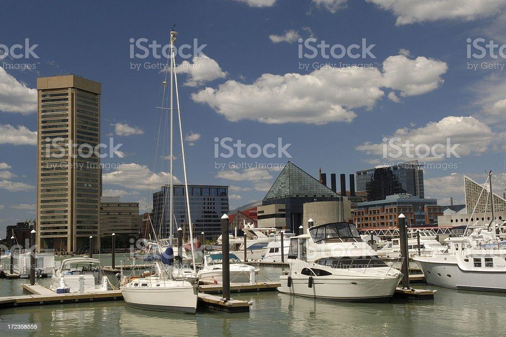 Velero en el puerto interior (Inner Harbor foto de stock libre de derechos