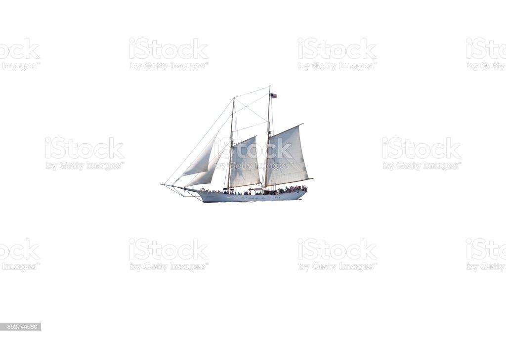 Segelboot (Tall Ship) voller Touristen Isolated on White. – Foto