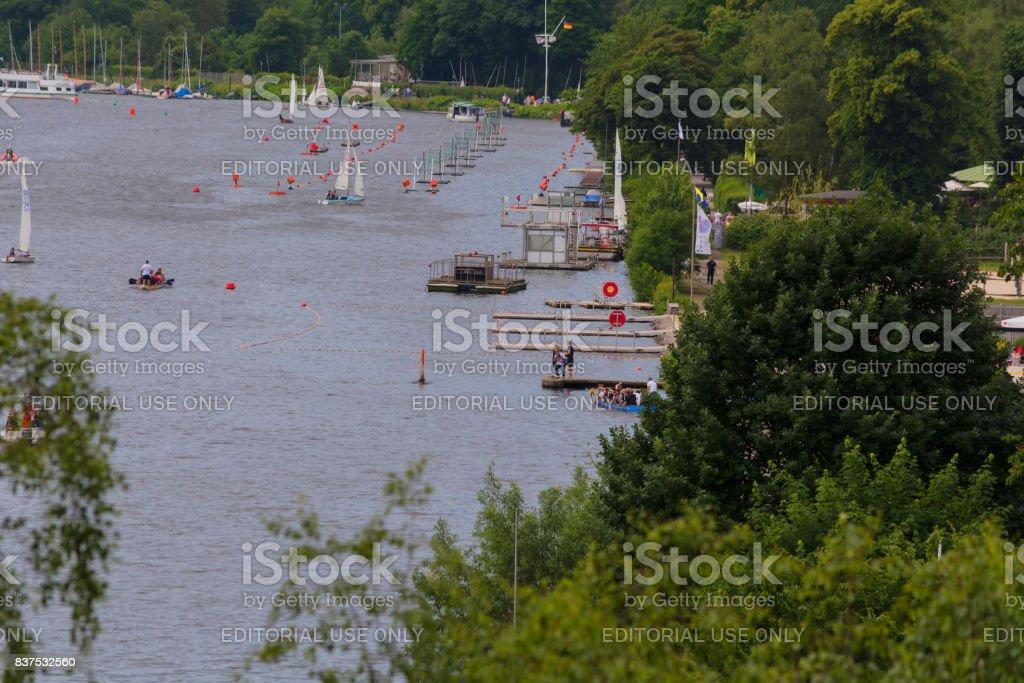 Segelboote und nichtgewerbliche Schifffahrt auf dem Baldeneysee. – Foto