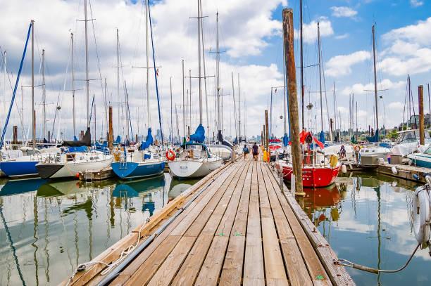 segelboote im yacht club - jeff wood stock-fotos und bilder