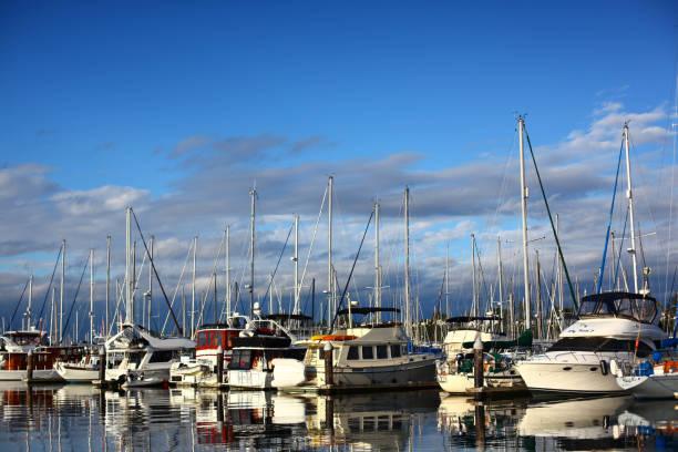 Segelboote im Hafen – Foto