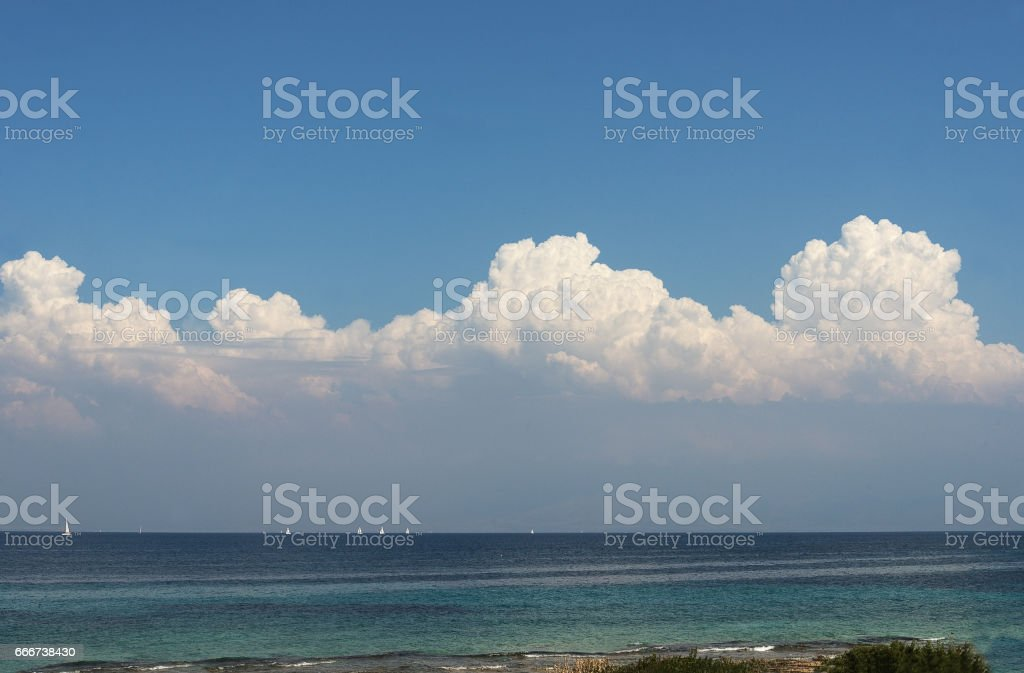 sailboats on the summer sea with blue clouds foto stock royalty-free