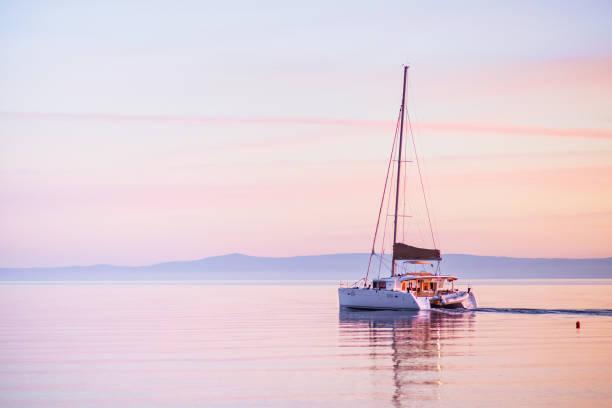 segelbåt i medelhavet - katamaran bildbanksfoton och bilder
