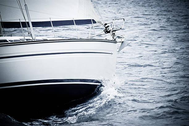Segelboot auf dem Wasser – Foto