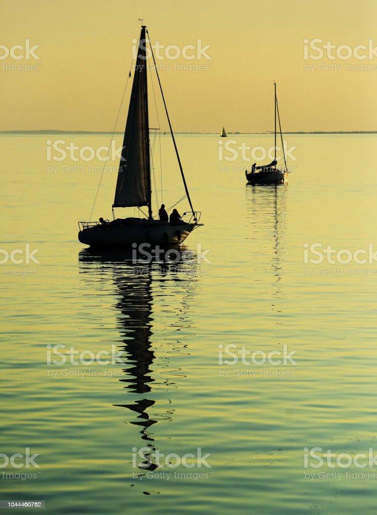 Sailing boats on Lake Balaton at sunset – zdjęcie