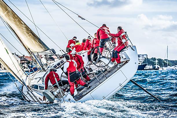 Équipe de voile de bateau à voile en Régate - Photo