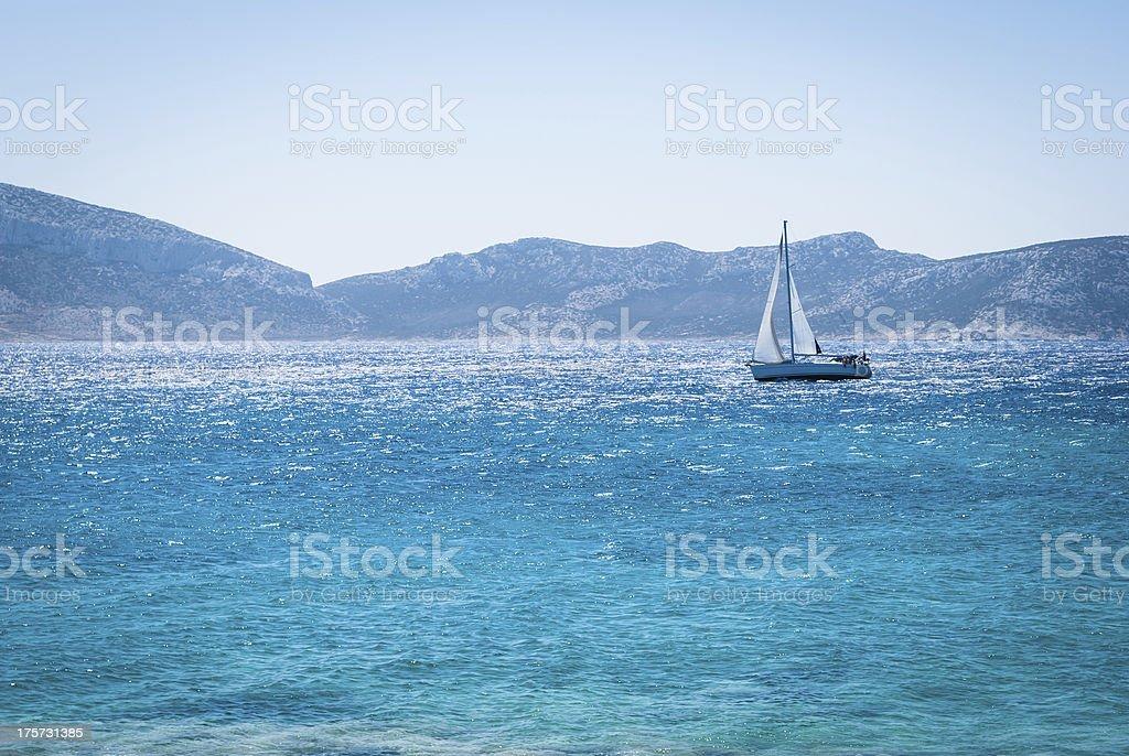 Segeln auf dem Meer Lizenzfreies stock-foto
