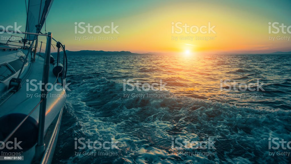 Sailing in the wind through the waves at the Aegean Sea in Greece at twilight. Luxury yachts. - foto stock