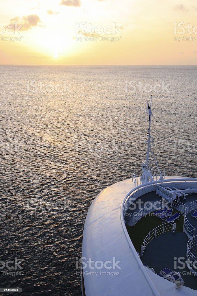 Navegación en la puesta de sol foto de stock libre de derechos