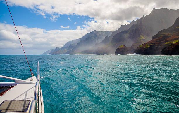 sailing, napali coast, kauai, hawaii - katamaran bildbanksfoton och bilder