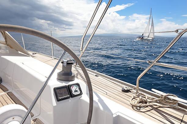 segeln - steuerungstechnik stock-fotos und bilder