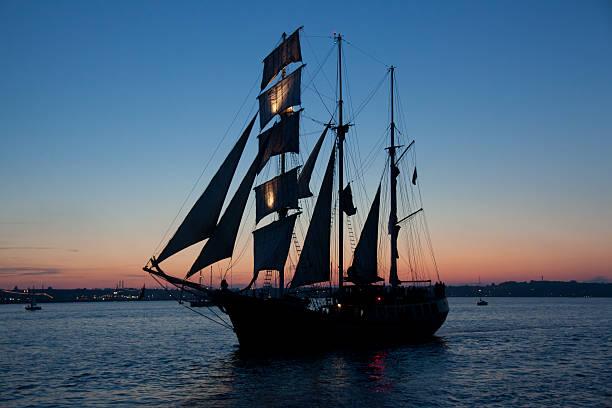 segeln schiff kieler woche - kiel stock-fotos und bilder