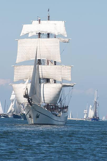 segeln schiff nahe kiel - kiel stock-fotos und bilder