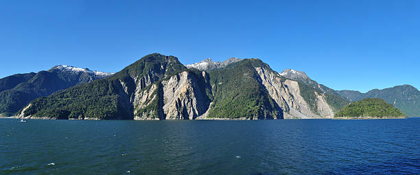 Sailing through Chilean Fjords: Aysen fjord and Puerto Chacabuco area. – Foto