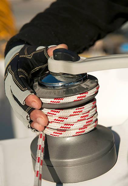 sailing winch with sailor hand - segelhandschuhe stock-fotos und bilder