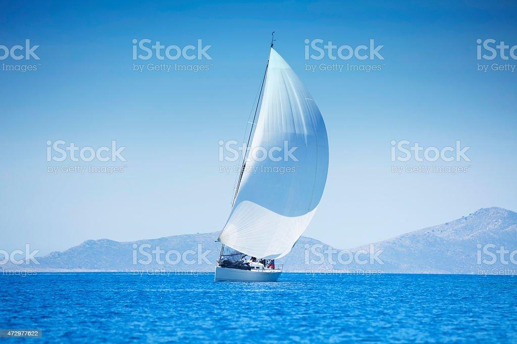 Segeln mit Segelboot – Foto
