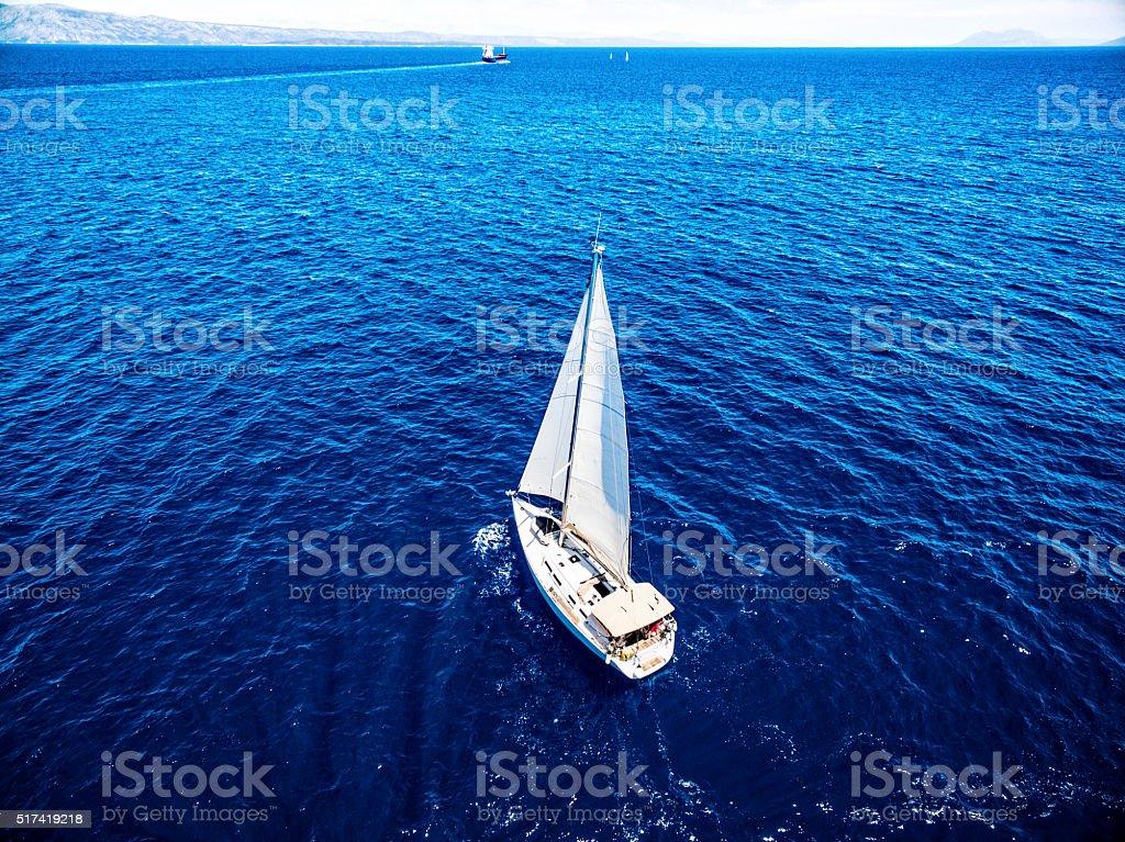 Круиз на парусной лодке, вид из аппарат стоковое фото