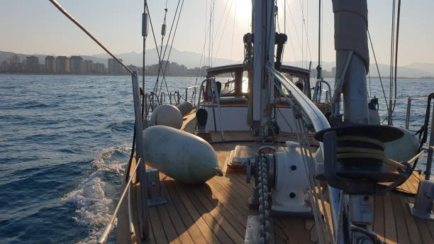 Navegando con sailboath - foto de stock