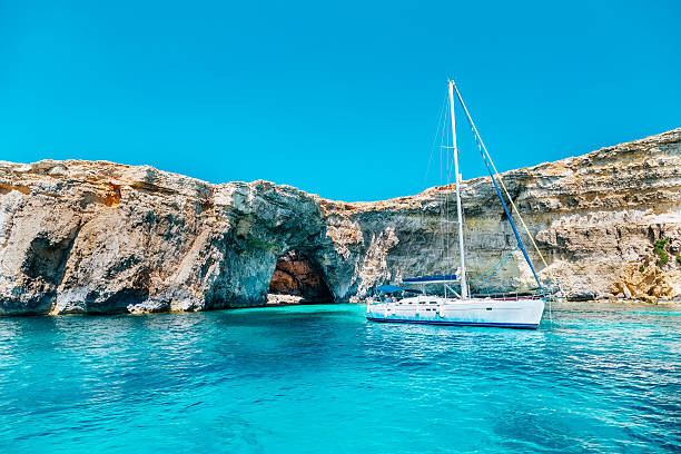 Sailing yacht in the Crystal lagoon, Comino - Malta – Foto