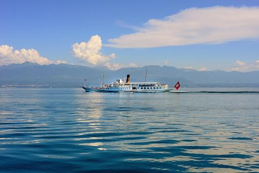 Sailing yacht on the Lake Geneva 02