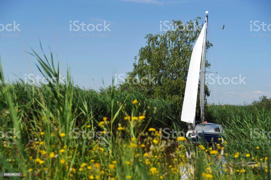 Sailingship on a canal near the lake – Foto